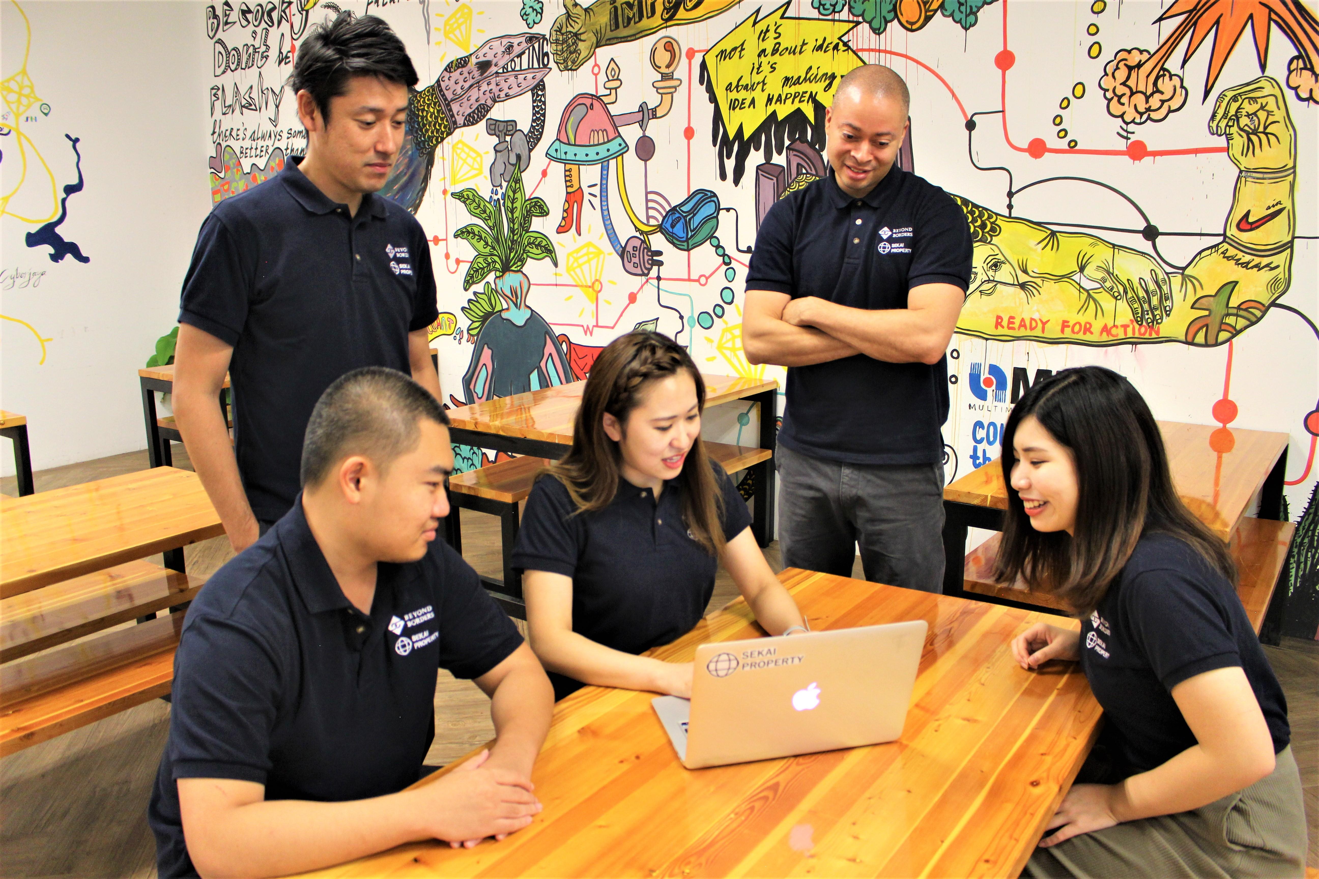海外拠点:マレーシア&カンボジア(写真:マレーシアオフィスのメンバー)