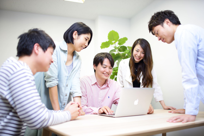 外資系コンサルやリクルート出身の経験豊富な社員と働ける!