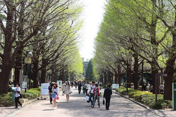 青山学院大学 青山キャンパスの真横です!