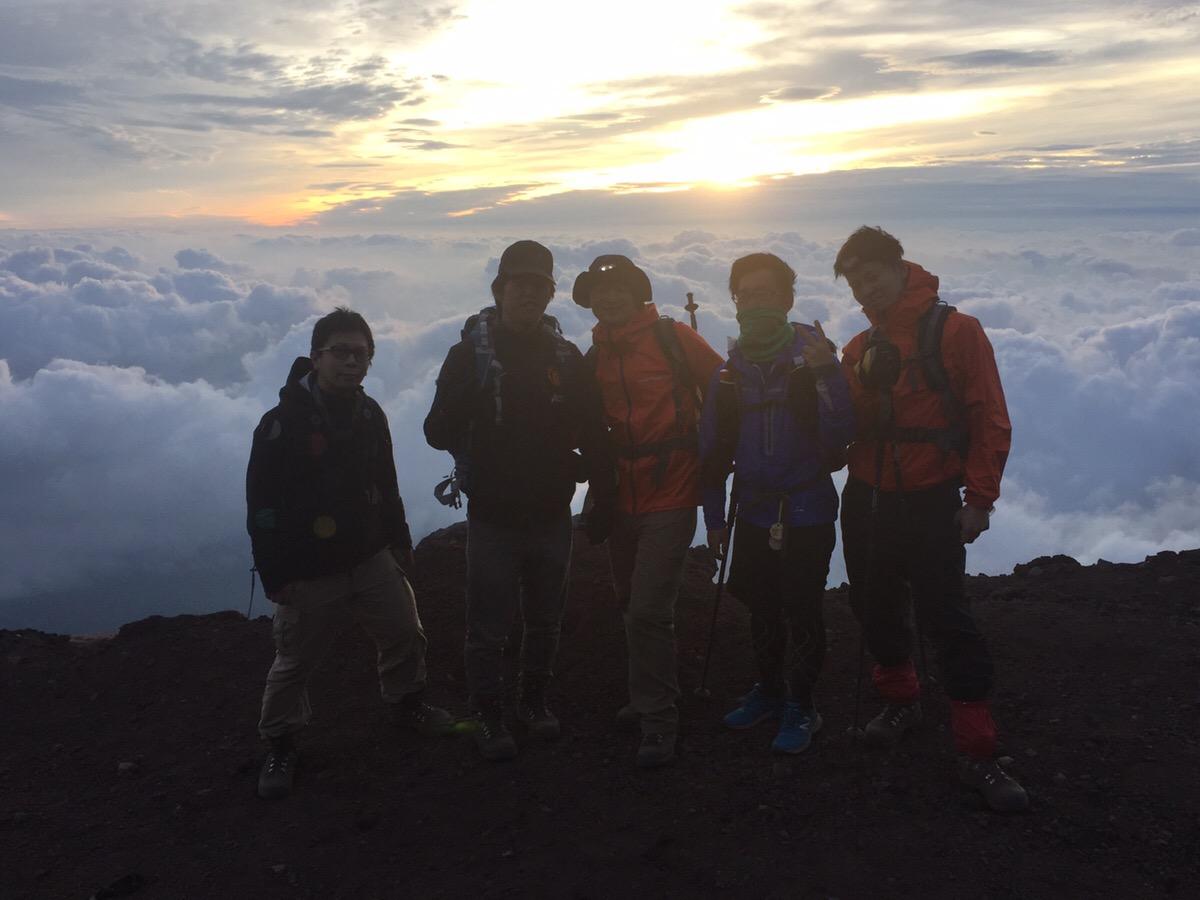 【ビジネス交流で、富士山登頂!】