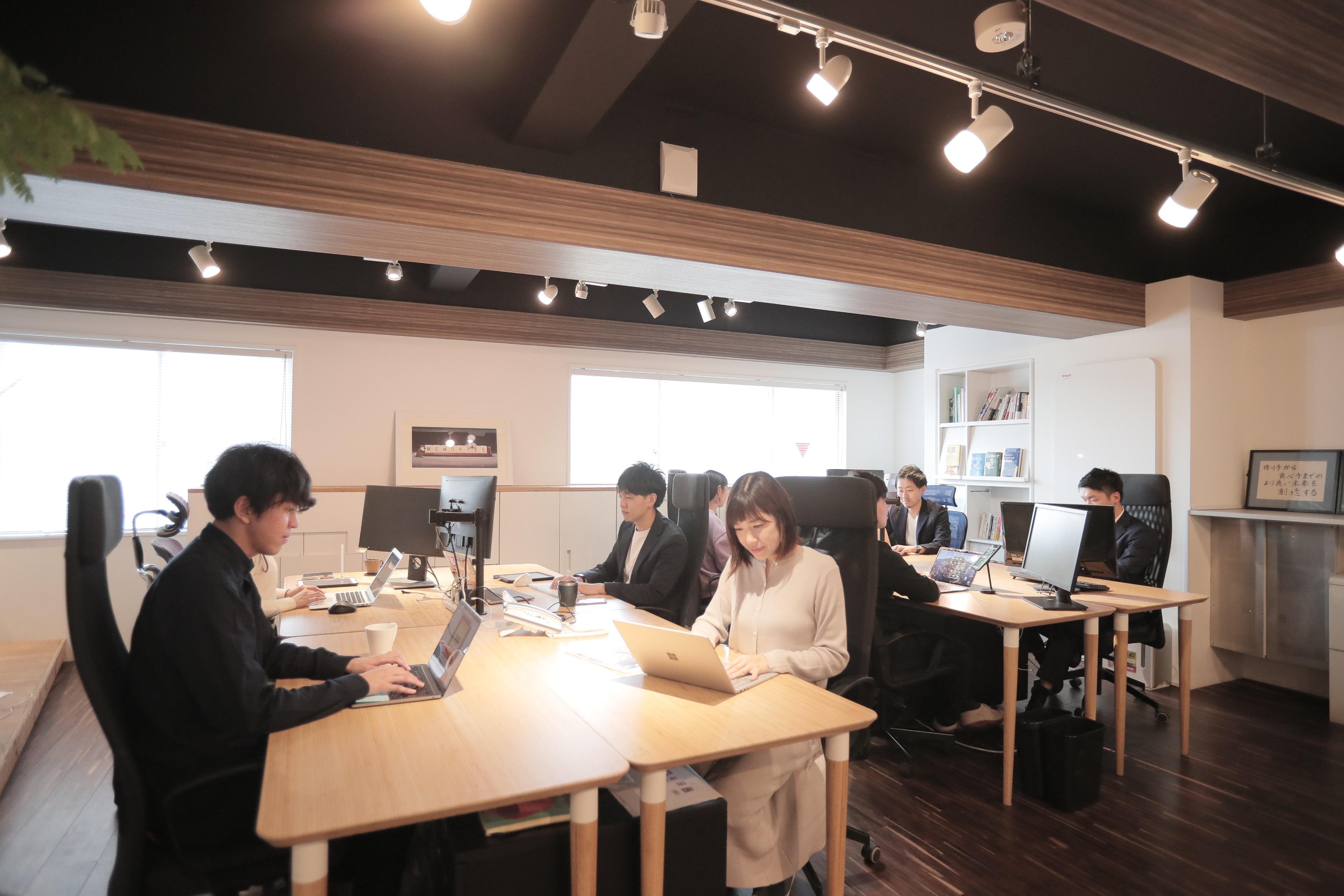 カフェのようなオシャレなオフィスで職場環境にこだわっています!