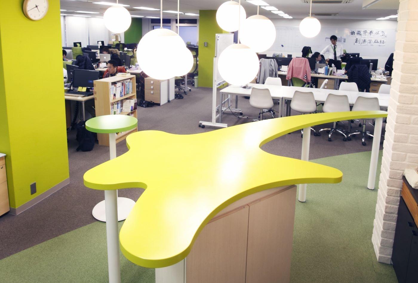 【アットホームな社風!】上場企業と同じ綺麗なオフィスで、少数精鋭で働ける!